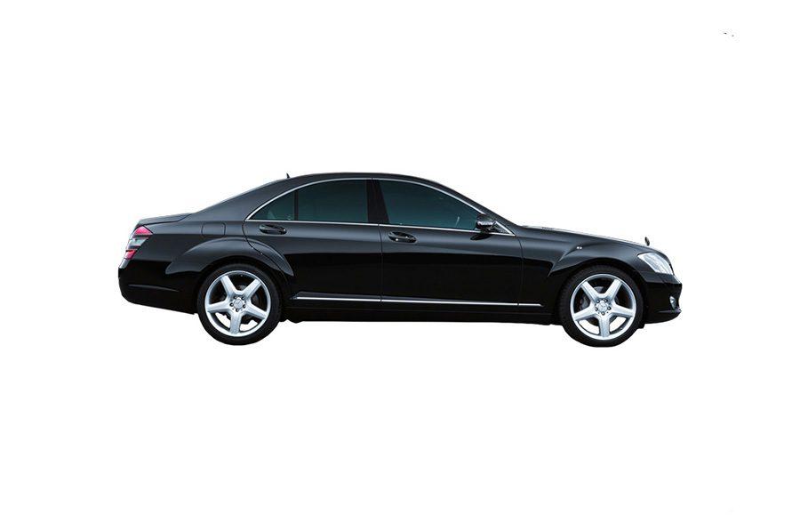 Edustusajot suoritamme mustilla Mercedes-benz S-sarjan autoilla