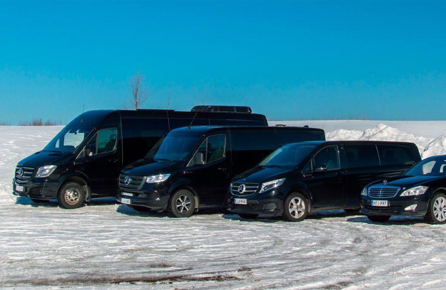 Rovaniemen Taksipalvelu tarjoaa monipuolisia ja joustavia kuljetuspalveluita matkailijaryhmille, juhlavieraiden kuljettamiseen tai vaikkapa VIP-ajoihin.